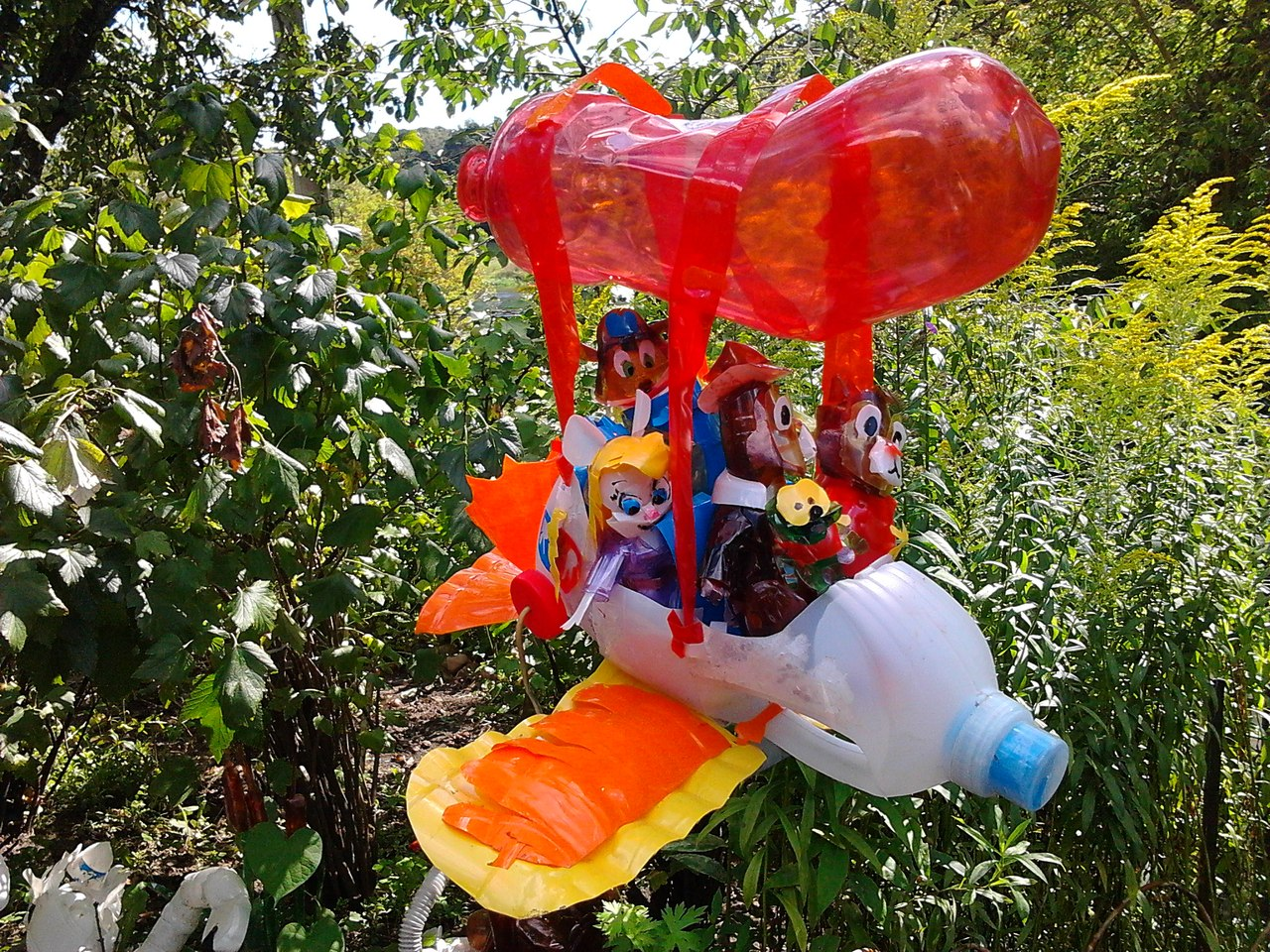 Поделки из пластиковых для сада и огорода 64